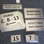 Gravírování hotelových značení pokojů a klíčenek - MIHAL s.r.o. Velká Biteš u Brna
